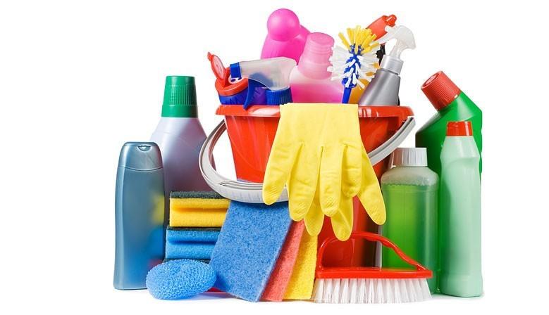 Productos de limpieza y utensilios.